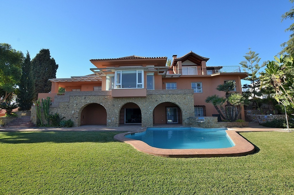 AMAZING LUXURY VILLA on a large plot of 1.441 m2 with sea views in prime location just 700 mts from , Spain
