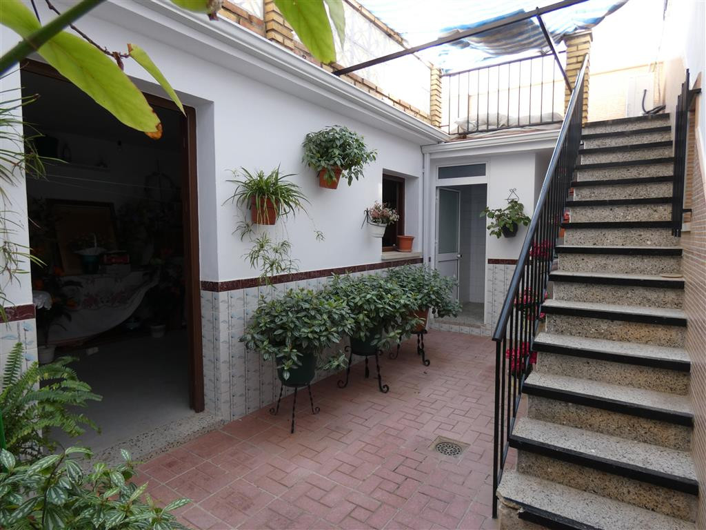 Bright townhouse in the centre of Alhaurin El Grande, close to all amenities. This single-storey pro,Spain