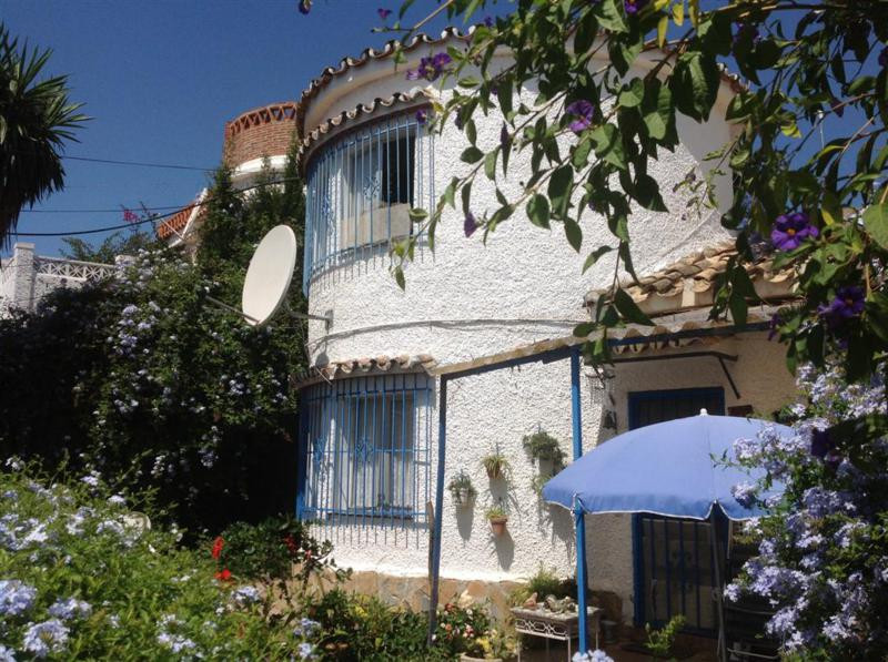 2 bed semi detached townhouse in central loaction in monte alto,property is in need of renovation bu,Spain