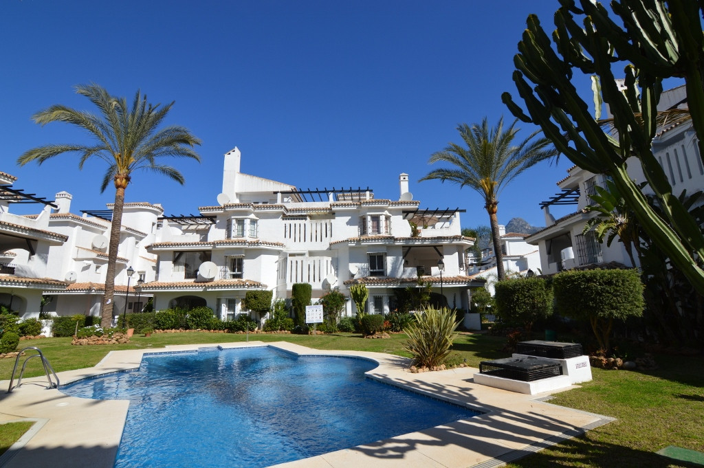Nueva Andalucia- Charming  apartment located in the famous  Naranjos de marbella close to puerto ban, Spain