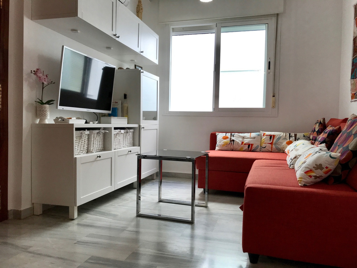 A great opportunity to purchase a one bedroom apartment in excellent decorative order.  Modern and s,Spain