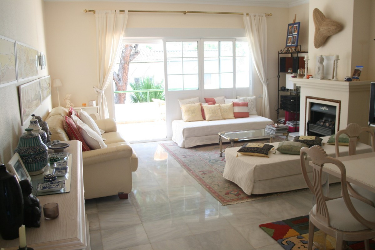 BEACH SIDE. Large 1 Bedroom, 1 Bathroom TOP FLOOR APPARTMENT in EL PRESIDENTE, a Very Well Establish, Spain