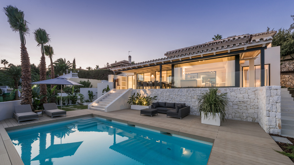 A modern, complete and charming villa with amazing panoramic views over the green valley of Elviria , Spain