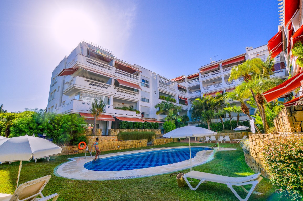 ***FIRST LINE BEACH*** Immaculate apartment for sale in Marbella Golden Mile, Costa del Sol. In exce,Spain