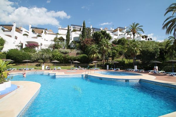 A wonderfully spacious south facing three bedroom penthouse situated in a privileged residential are,Spain
