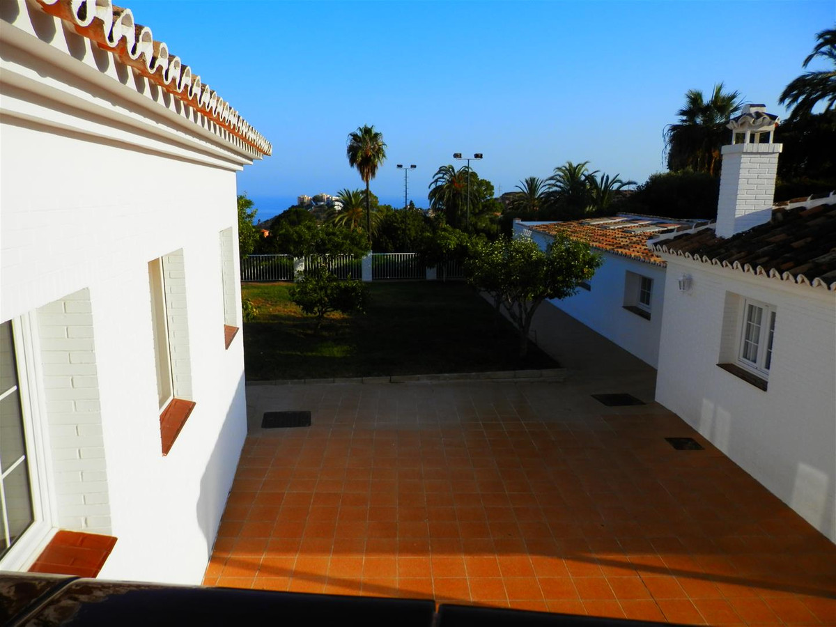 Beautiful andalucian villa with amazing views to both sea and mountain!  THE PRICE IS NEGOCIABLE AND,Spain