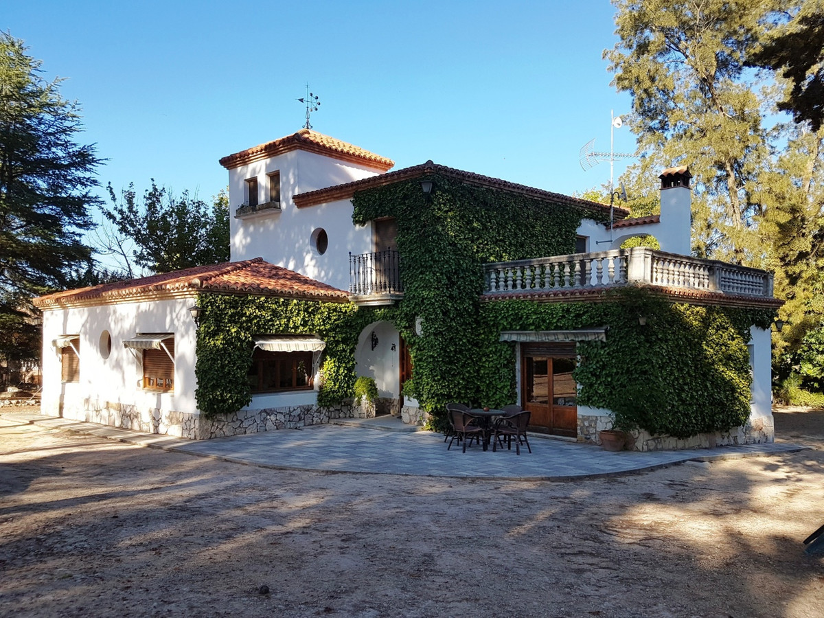Lovely, typical spanish finca of 434m2, situated in a very nice and green area of Ontinyent with stu, Spain