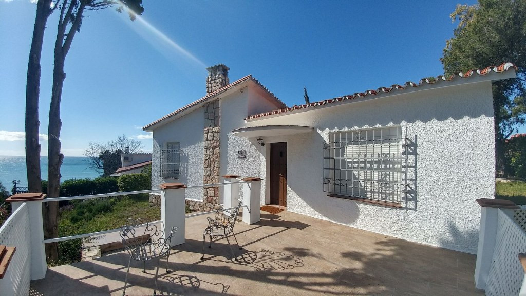 #Bargain# Beautiful Traditional style villa just 400 meters from the beach . This 2 bed 2 bathroom v,Spain