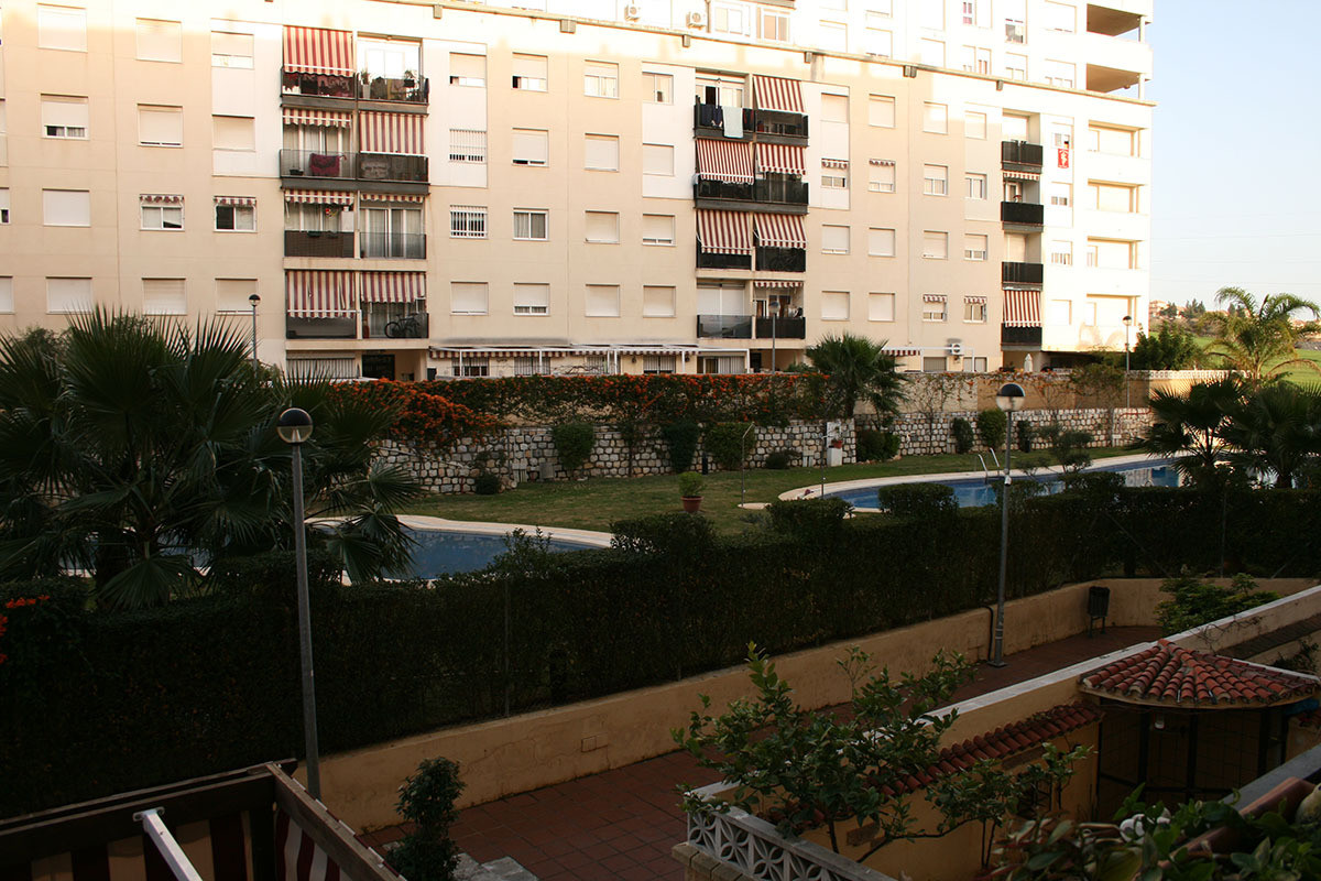 Nueva Andalucia (Marbella) La C0mapana – 4 Bed 2 Bath 106 m2 middle floor apartment, fair condition,, Spain