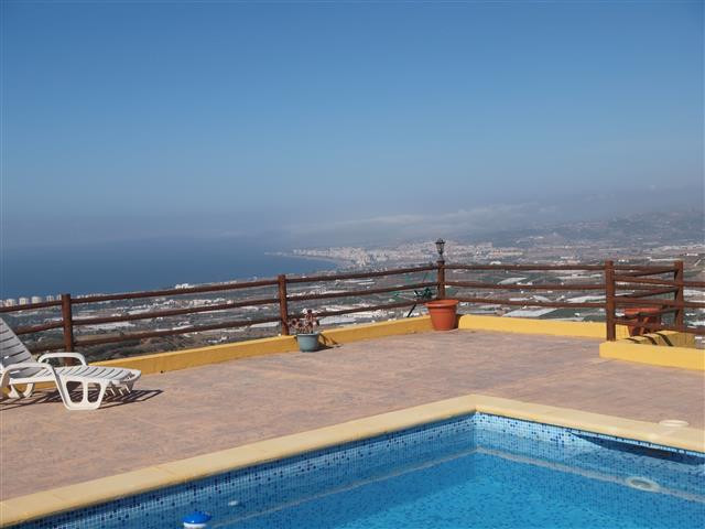 Beautiful finca with spectacular views to the sea and the mountains, the main House has 82m 2, 3  be, Spain