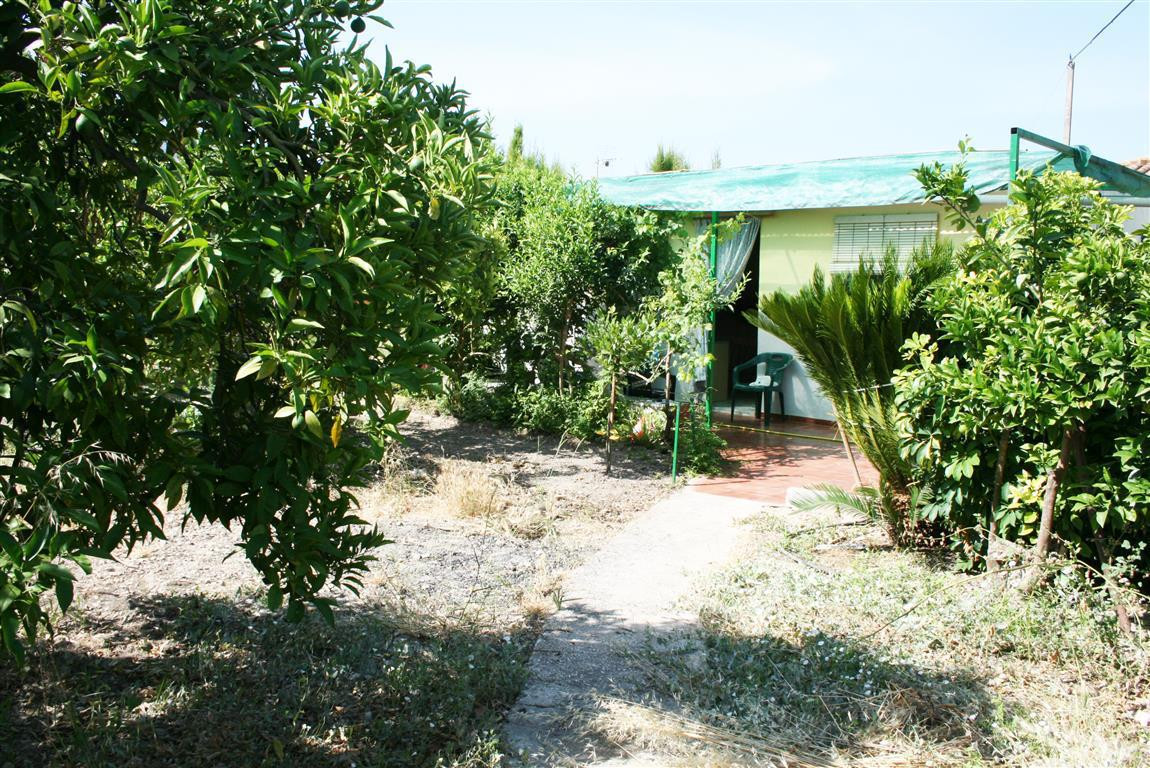 Country house in Alhaurin el Grande. This property is within walking distance of the village. Close , Spain