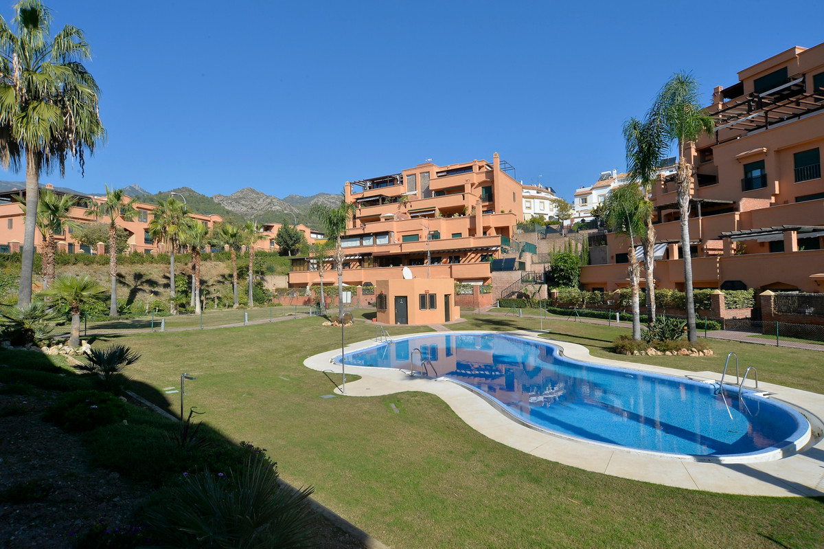 Very good condition apartment ground floor, 3 bedrooms, wardrobes, 2 bathrooms, kitchen with utility,Spain