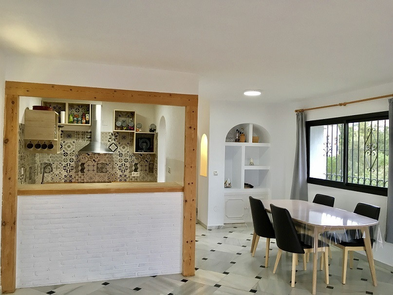 A nicely renovated townhouse with sea views and walking distance to the center of Calahonda., locate, Spain