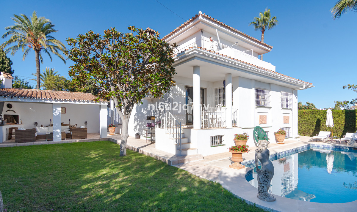 RECENTLY REDUCED .. WALKING DISTANCE TO SHOPS,BARS AND CAFES A magnificent family villa with 5 bedro, Spain