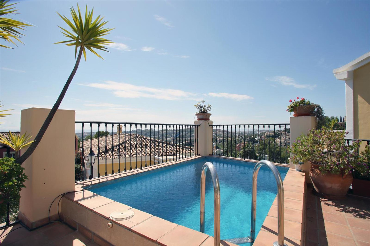 Well located villa with sea and mountain views for sale at Nueva Andalucia, Costa del Sol. In excell, Spain