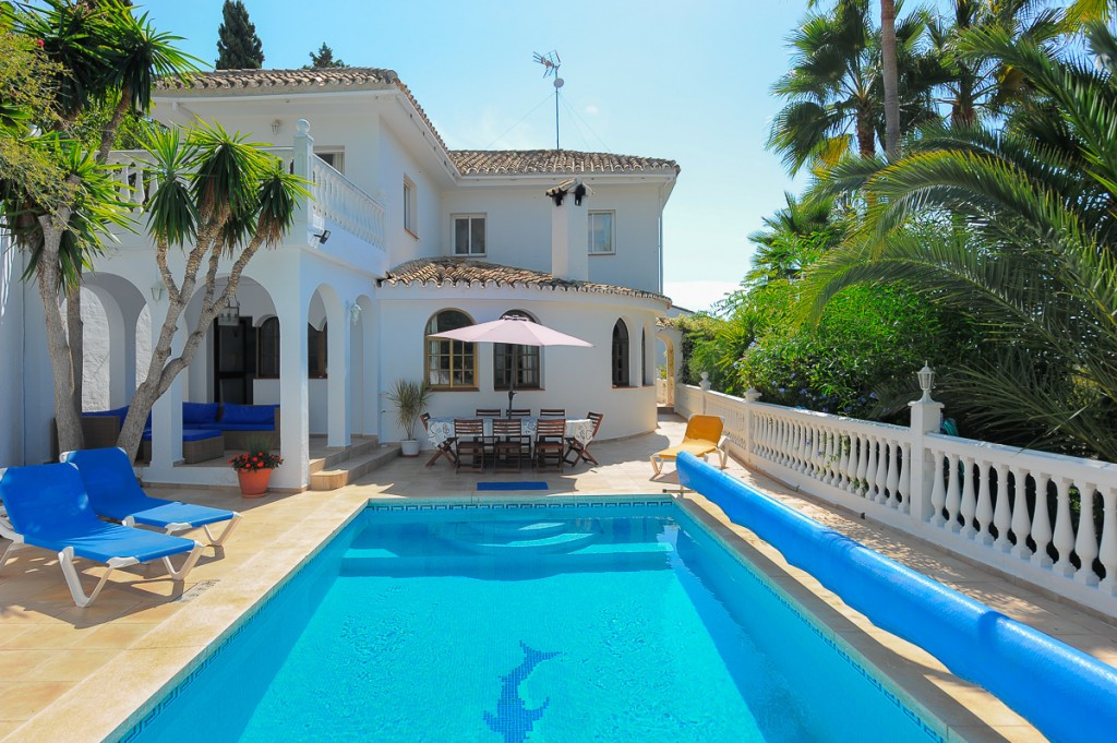 This is a fabulous villa located in the well known area of Campo Mijas, close to all amenities, bars, Spain