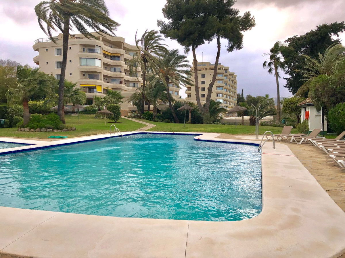 Ground Floor Apartment, Atalaya, Costa del Sol. 2 Bedrooms, 2 Bathrooms, Built 123 m², Terrace 15 m², Spain
