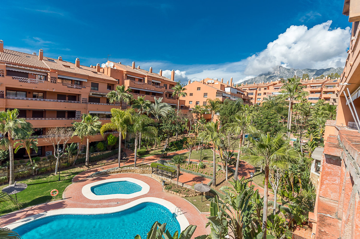 South west facing two bedroom corner apartment in the gated community of Costa Nagueles III, on the ,Spain