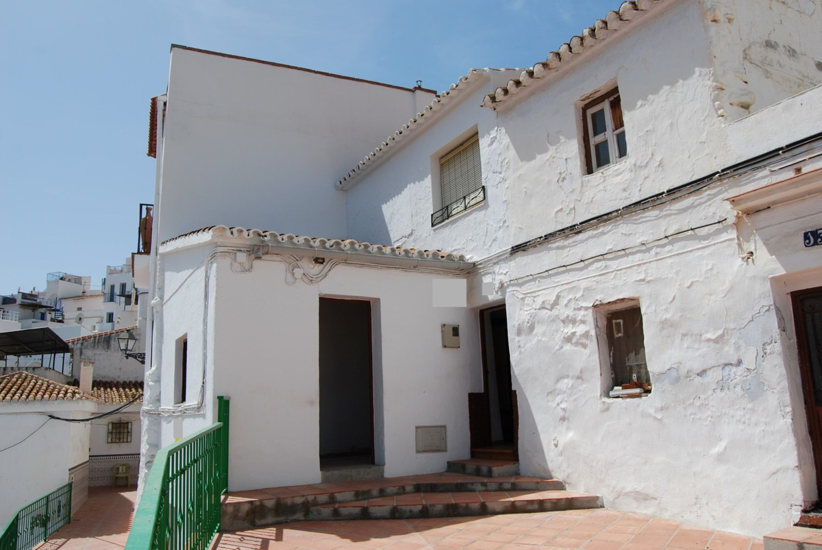 Excellent bargain townhouse with outside space  Antique but in excellent condition with on the groun, Spain
