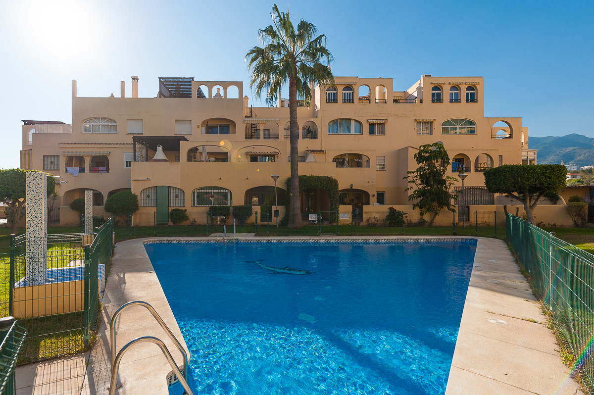 Situated  within 900 m of the beach and walking distance to  Paloma park, numerous bars, shops and r,Spain