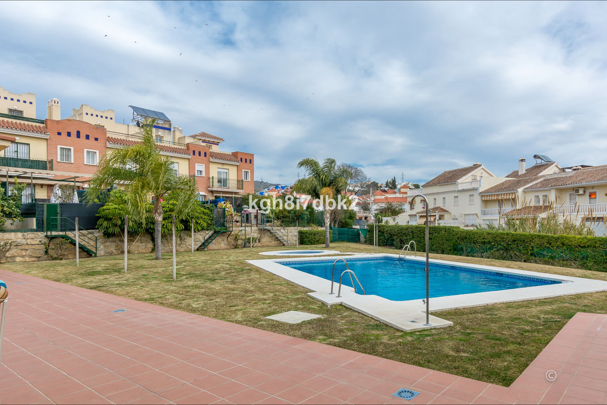 Corner town house in gated urbanization with pool, paddle and playground.   Ground level: Direct acc, Spain