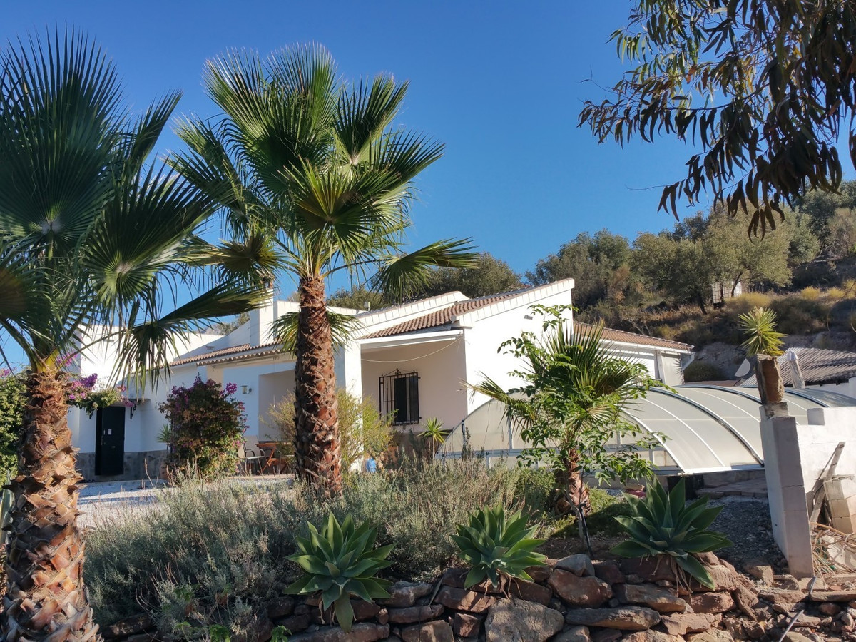 Super Finca with a house in Alcaucin. The house is built in the year 2002, the construction is moder, Spain