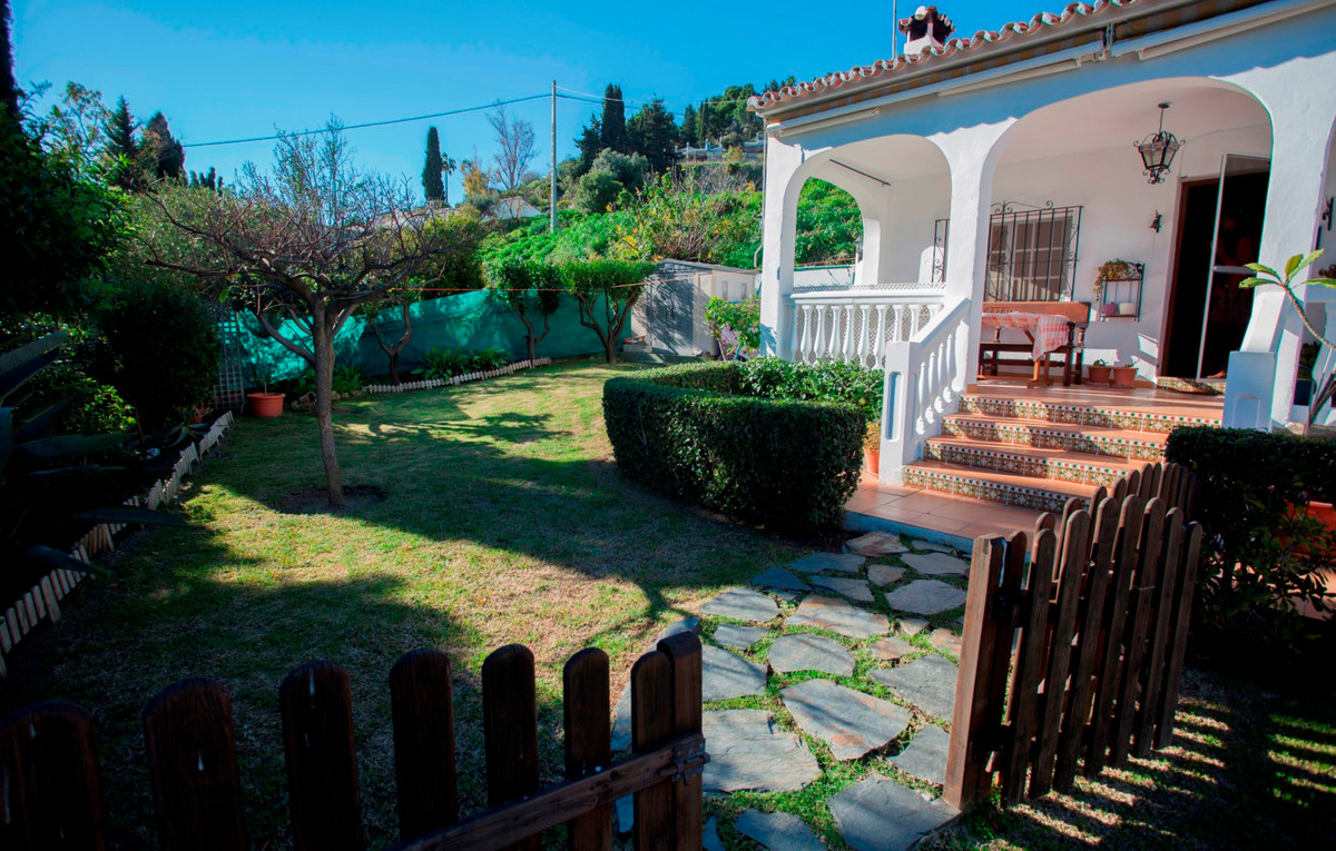 Fully furnished one floor villa in Benalmadena Pueblo. The kitchen is open to the living room and is,Spain