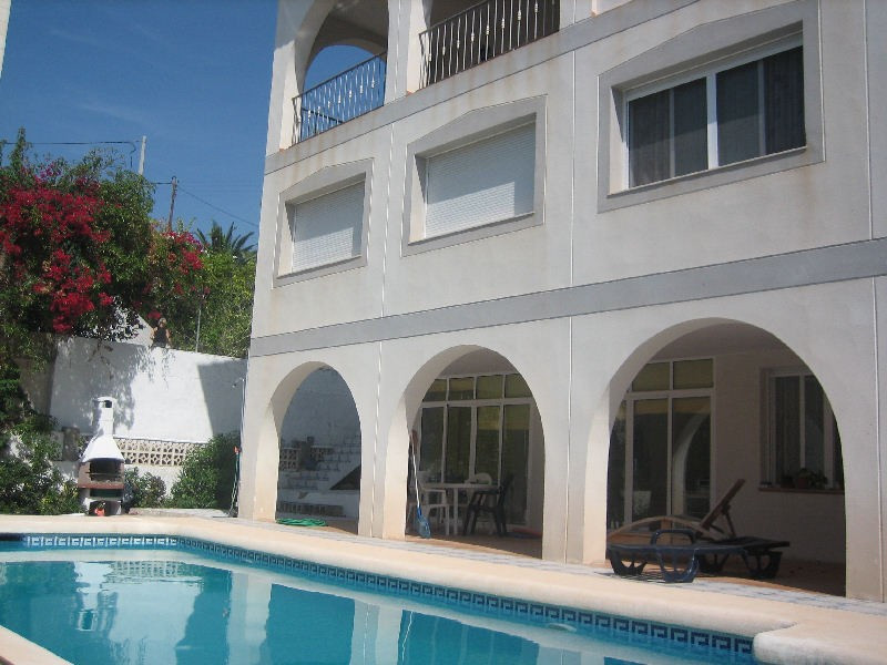The house itself has 8 spacious rooms, several bathrooms. It is designed a two seperate houses seper,Spain