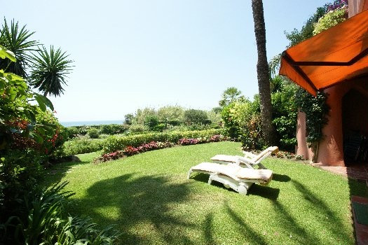 Stunning seafront ground floor apartment in east Marbella. Only 20 metres from the beach, this 3 bed,Spain
