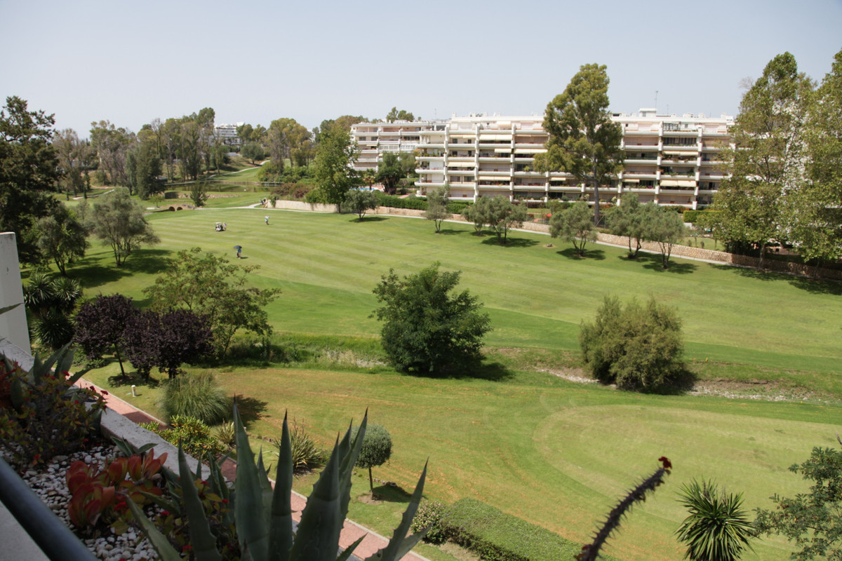 Spacious apartment for sale 220.000 Euros is located on first golf line in Guadalmina alta, just a s, Spain