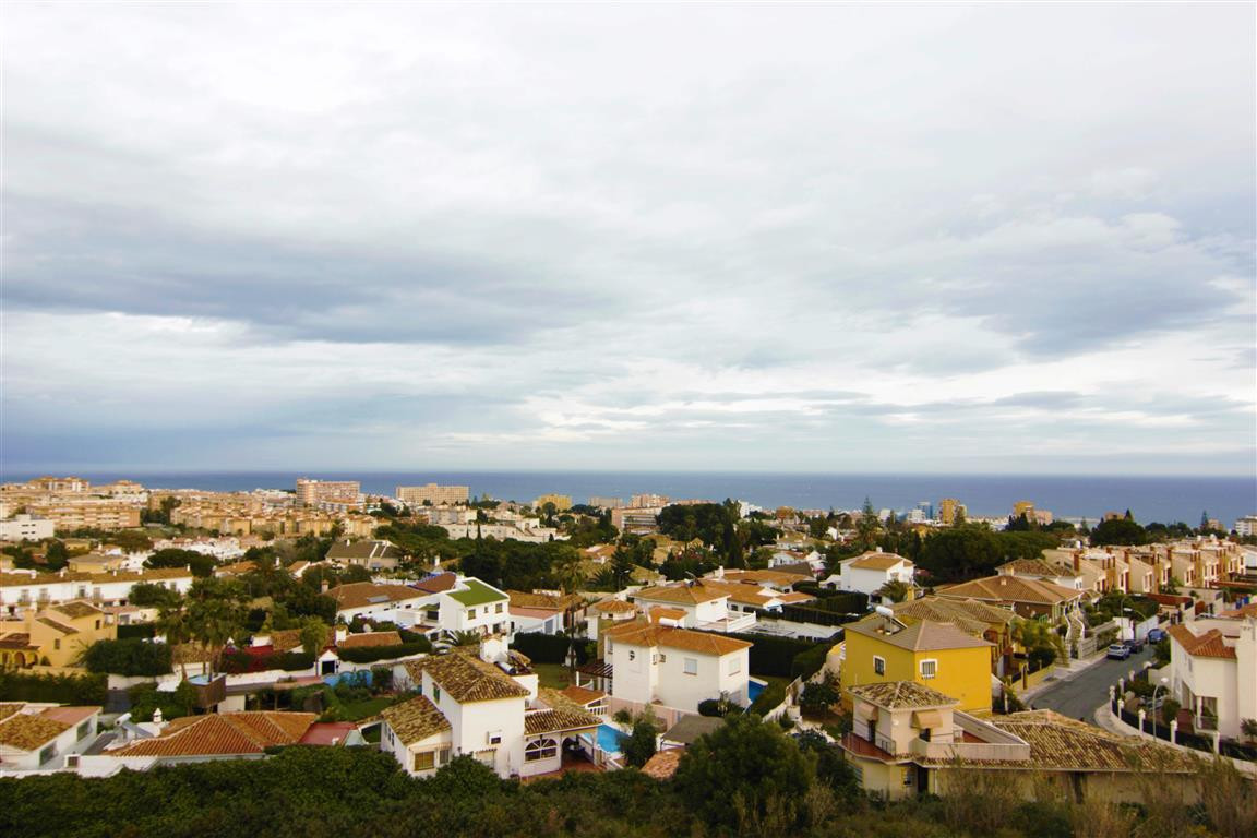 Fantastic 3 bed top floor apartment offering panoramic sea views, perfectly located in the centre of,Spain