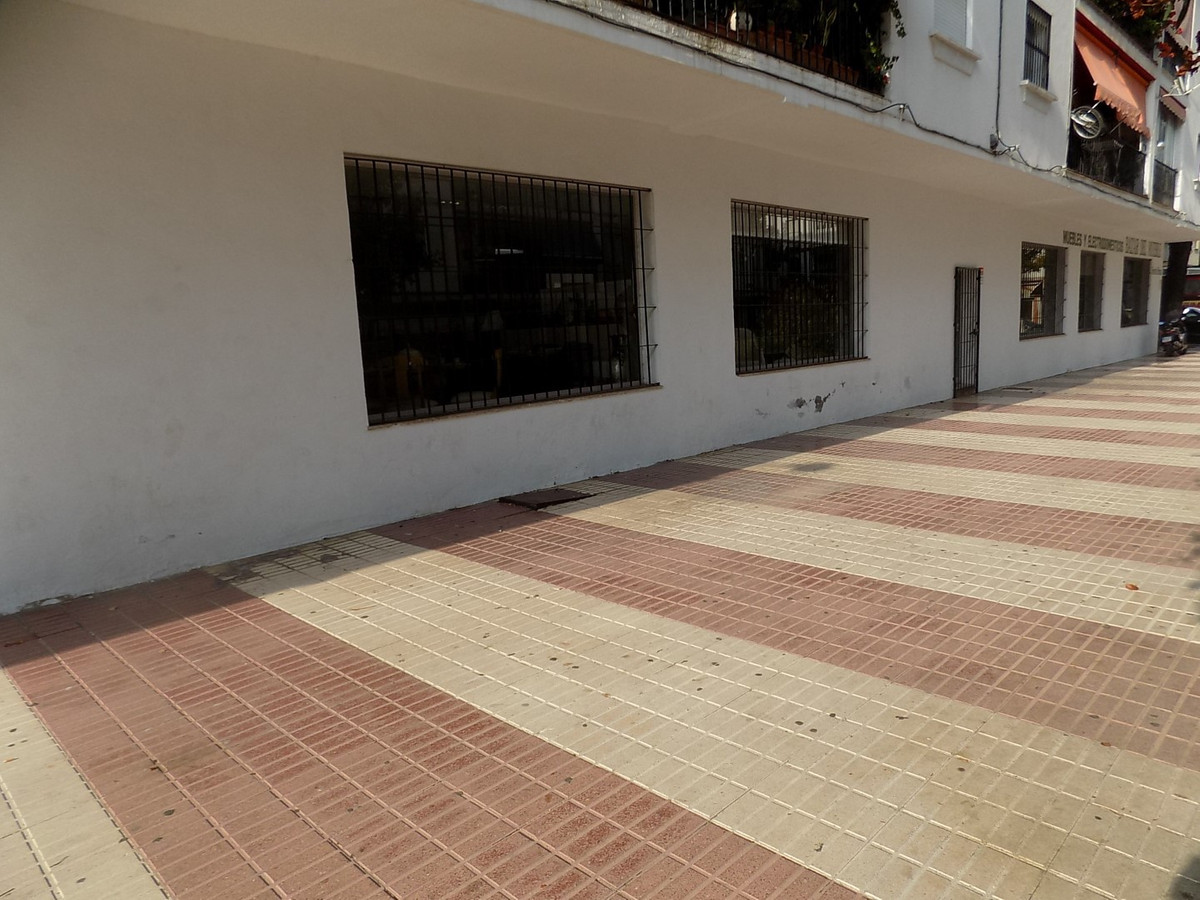 FREEHOLD ON LARGE COMMERCIAL SHOP IN THE HEART OF SAN PEDRO  A well sized (over 400 sqm) shop is fre,Spain