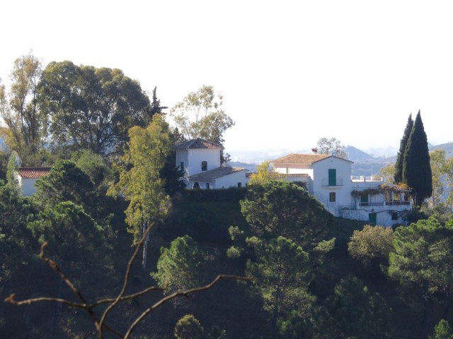 Finca with separate guesthouse on a hilltop with fantastic views towards the sea, lake and mountains, Spain