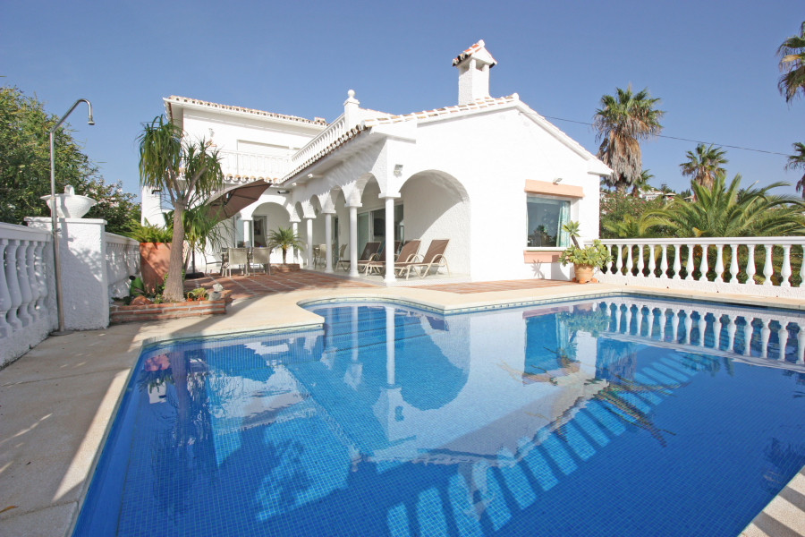 Beautiful Andalusian styled house with breathtaking panoramic views  This beautiful villa is located,Spain