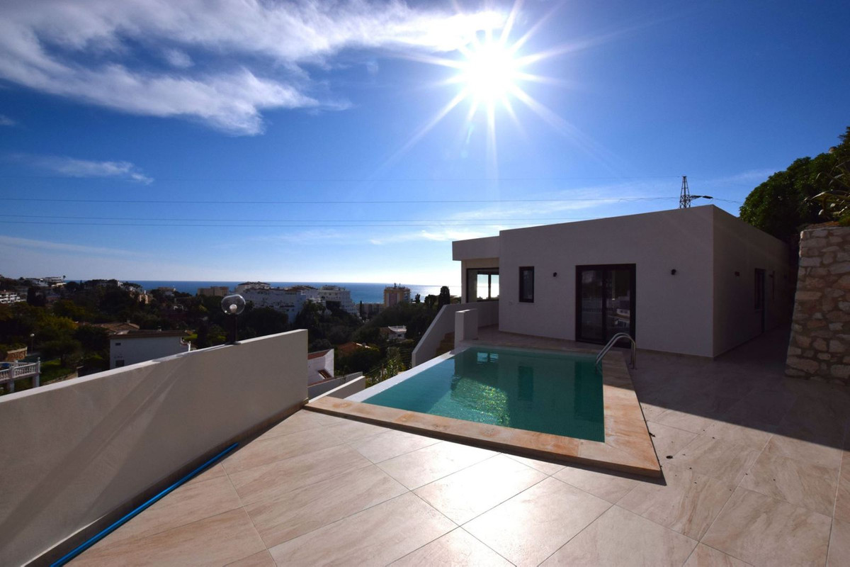 OPPORTUNITY  to purchase a contemporary villa in Torreblanca, Fuengirola. 100 m2 built size but does,Spain