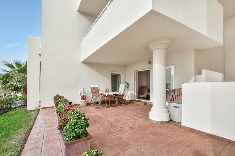 This 2 bedroom and 2 bathroom property is located in the area of Mijas Costa / Cerros del Aquila.  F,Spain