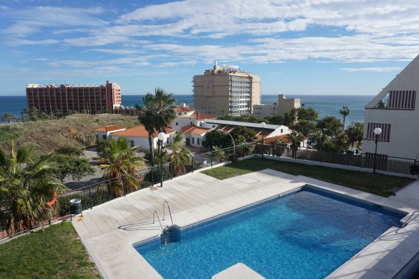 Fantastic opportunity to purchase a 2 bedrooms Garden apartment in a great complex walking distance ,Spain