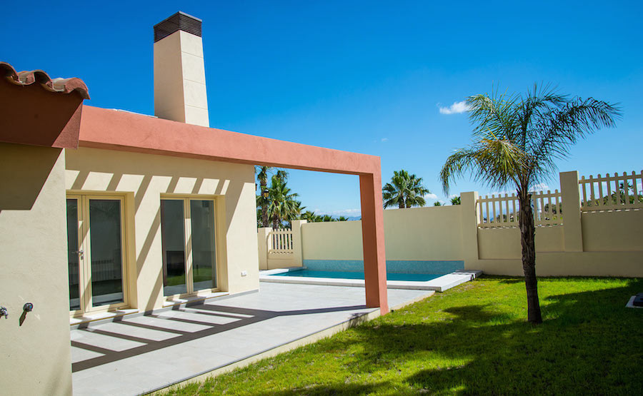 Detached house with a private pool located in the Urb Los Nebrales.  Distributed on two floors, grou,Spain