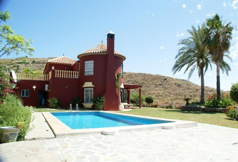 Villa with magnificent views to the sea and the mountains, high quality with the best materials, lar,Spain