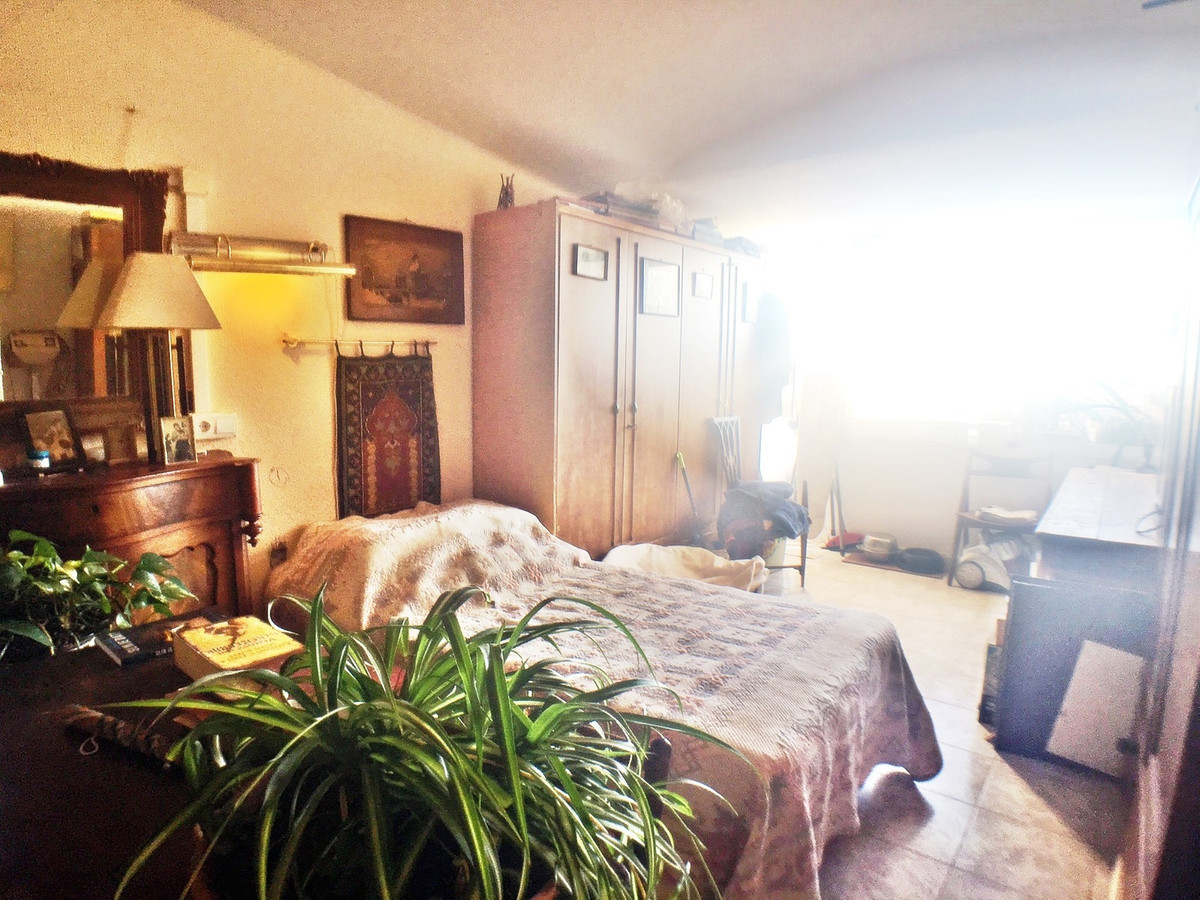 Nice small apartment in the Seghers community, consisting of 1 bedroom and 1 bathroom with incredibl,Spain