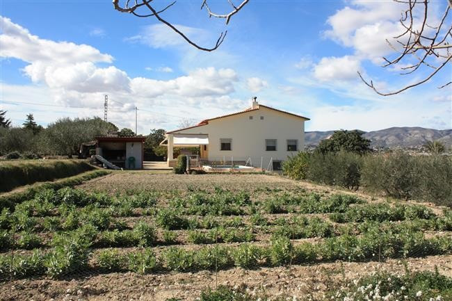 Well maintained property on two floors with a surface area of about 150m2 a defined plot of 4711m2. , Spain