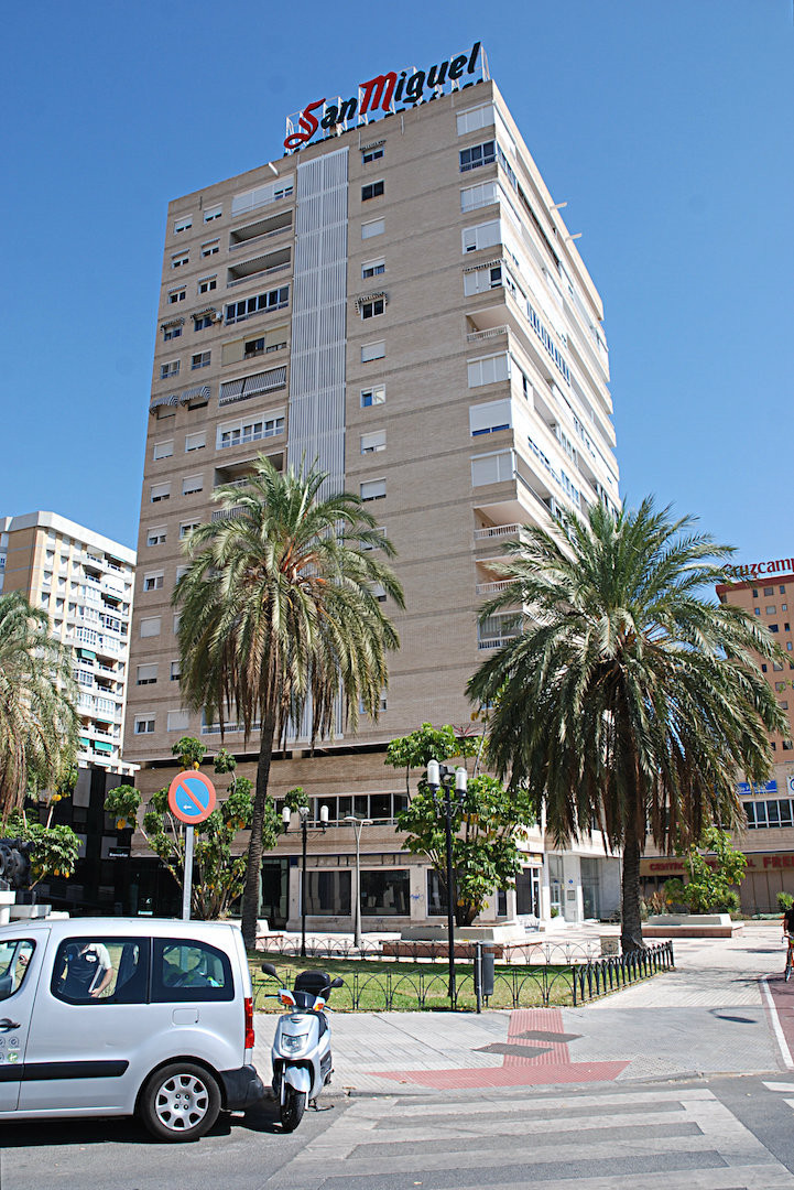Flat in one of the better situated building at the Avenue Andalucia An elegant building right in fro,Spain