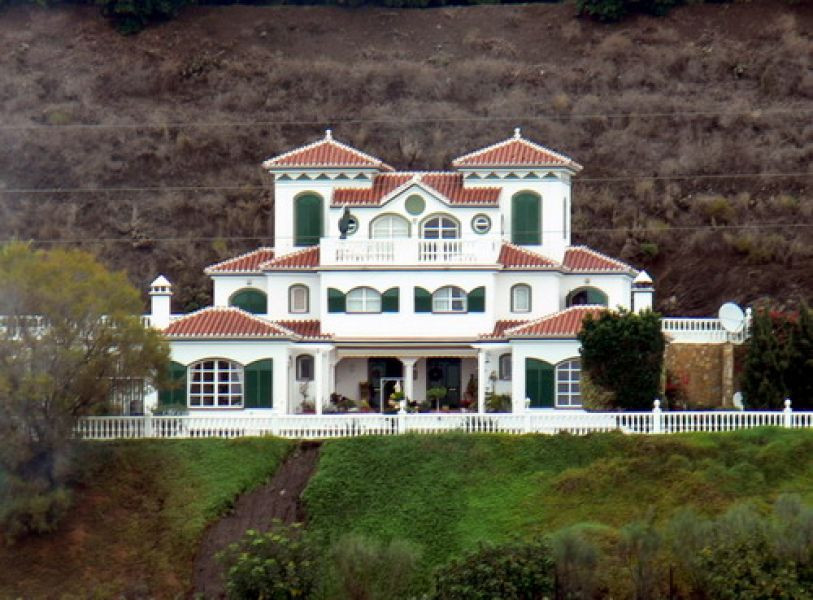 Luxury villa with marvellous sea & mountain views, main house 4 beds + 4 guest-apartments, partl,Spain