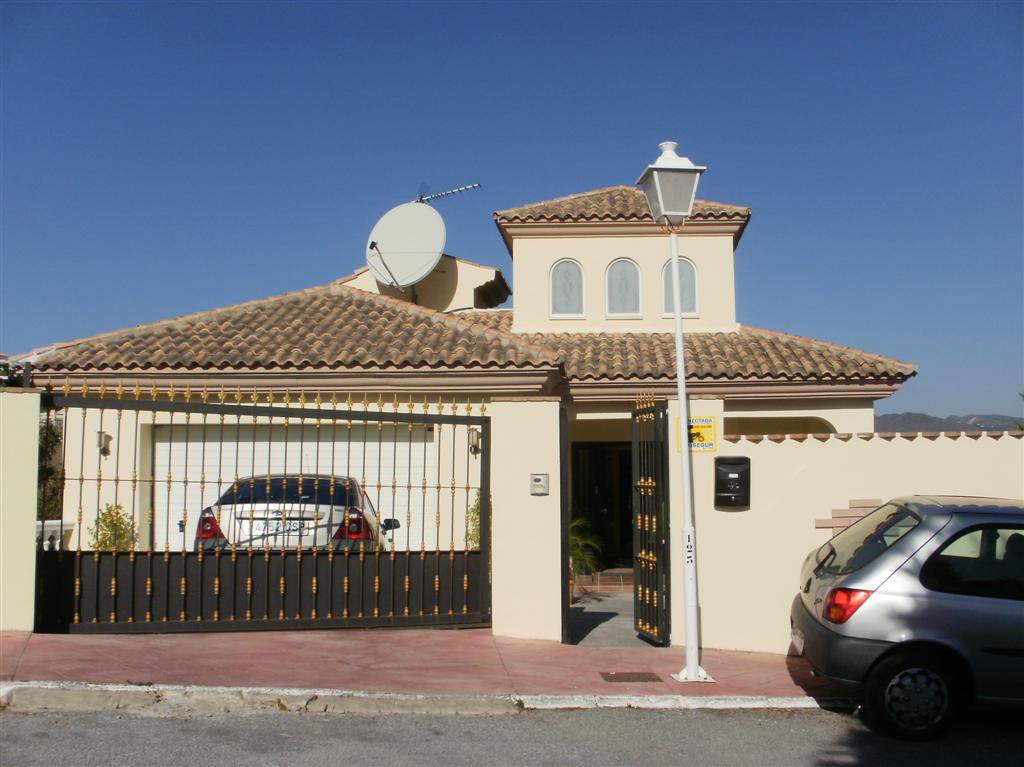Newly constructed west facing 4 bed villa with panoramic mountain views . There is an entrance hallw,Spain