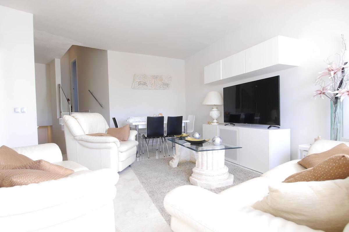 This is an apartment with three bedrooms and two bathrooms (although the deed may have only two of t,Spain