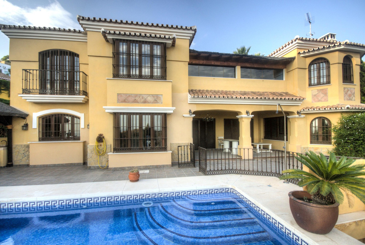 Grand Mansion House overlooking the Mediterranean sea. This substantial and imposing residence is lo,Spain