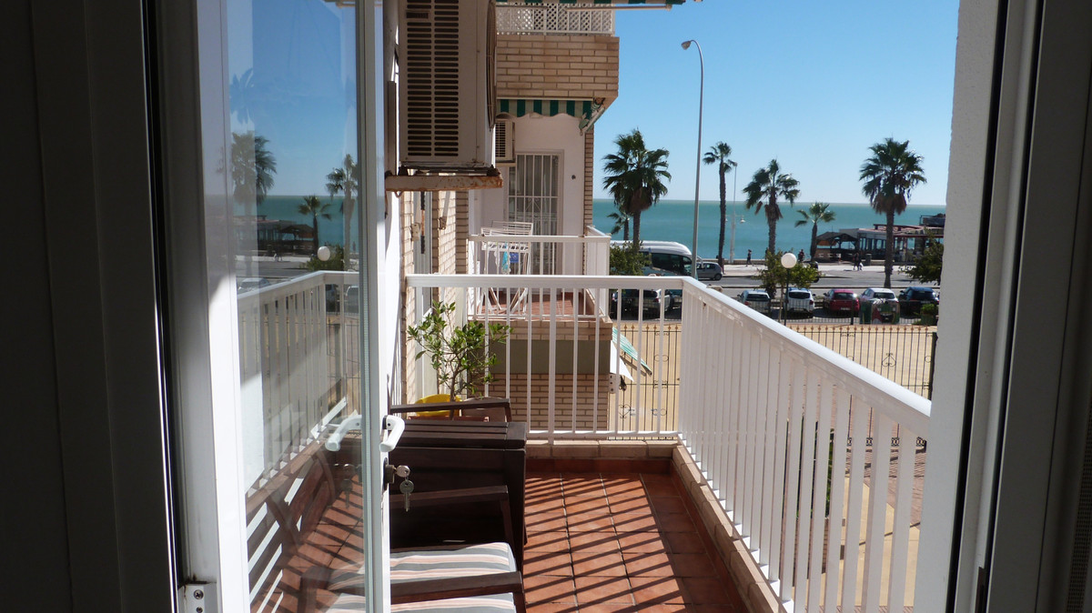Middle Floor Apartment, Malaga, Costa del Sol. 4 Bedrooms, 2 Bathrooms, Built 107 m², Terrace 5 m². ,Spain
