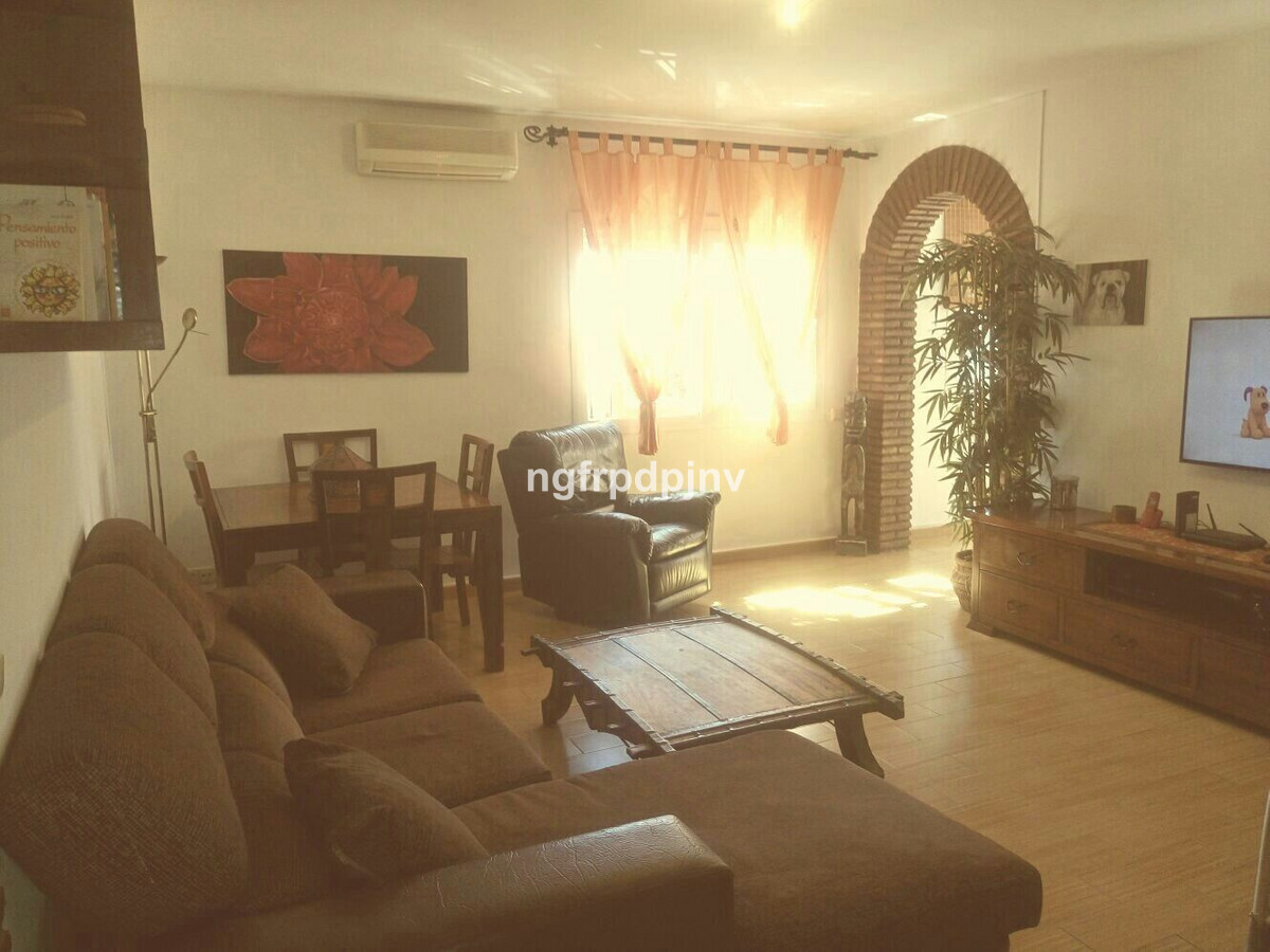 Spectacular townhouse bungalow , 1 minute from the centre walking, close to schools, institute and e,Spain