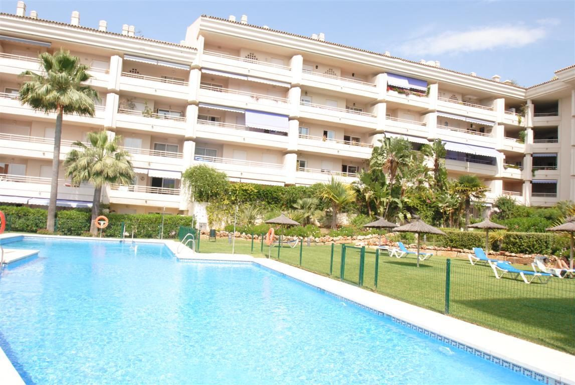 Full duplex penthouse in Golden Mile Marbellla, with a total area of 235 m2 and 45 m2 of terraces, w, Spain