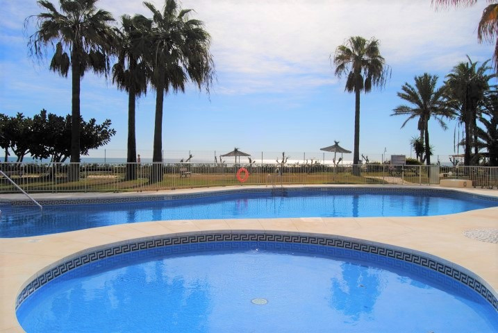 Well-located 2 bedroom garden apartment located in the beachfront development of Las Mimosas in La C, Spain